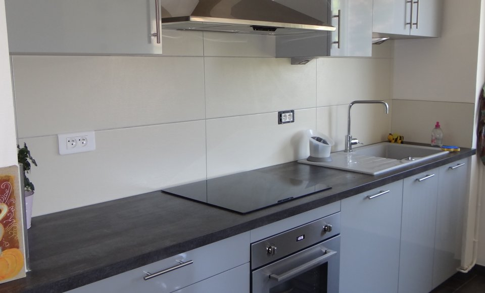 meuble cuisine gris brillant
